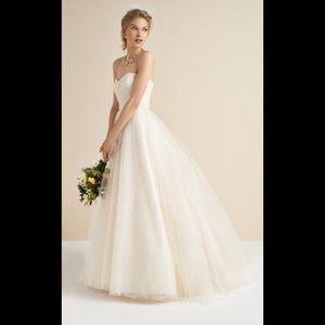 Bliss by Monique lhuillier strapless tulle gown
